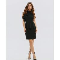 Черное платье-футляр с баской и воланами
