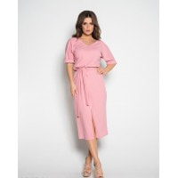 Розовое платье с вырезом и короткими рукавами