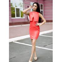 Красное узкое платье с объемной фальш-накидкой сверху
