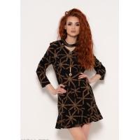 Черное платье с декором на груди и принтом