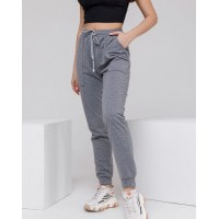 Серые спортивные штаны с накладными карманами