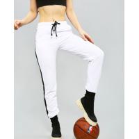 Белые трикотажные штаны с лампасами