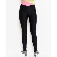 Черные спортивные штаны с розовым поясом