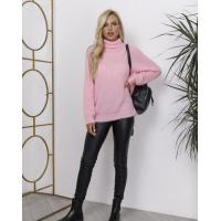 Розовый теплый свитер объемной вязки