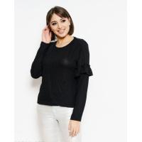 Черный трикотажный свитер с рюшами на рукавах