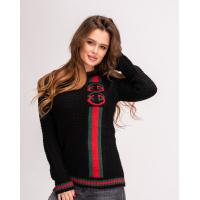 Черный свитер с красно-зеленым узором