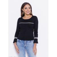 Черно-белый свитер с воланами на рукавах