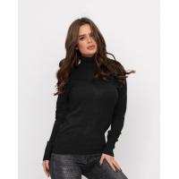 Черный свитер с высоким горлом