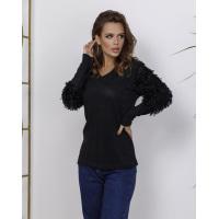 Черный свитер с объемными вставками на рукавах