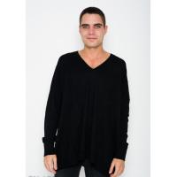 Черный комфортный ангоровый однотонный свитер с V-образной манжеткой на горловине