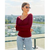Бордовый трикотажный свитер с декольте