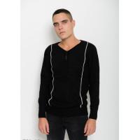 Черный шерстяной тонкий свитер с V-образной горловиной декорированной пуговицами