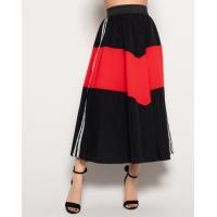 Черная расклешенная юбка с красной вставкой