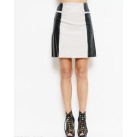 Черно-серая котокая юбка из эко-кожи с листочками