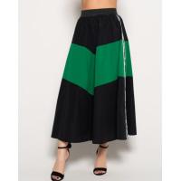 Черная расклешенная юбка с зеленой вставкой