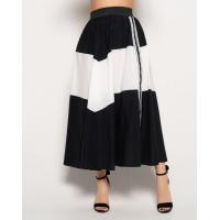 Черная расклешенная юбка с белой вставкой